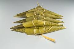 Kleiści ryż w bambusowej trawie leaf, kształtują spojrzenie jak bizon głowa która zna jako Kao Tom Kao Kway, obraz royalty free