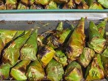 Kleiści ryż w bananowej liść łoktuszy Obrazy Royalty Free