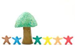 Klei van poppen en boom royalty-vrije stock afbeelding