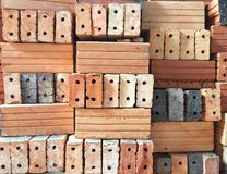 kleibakstenen voor bouw worden gebruikt die Royalty-vrije Stock Afbeelding