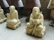 Kleicijfers die van Boeddhistische monniken, vreedzaam in een lotusbloem po zitten Royalty-vrije Stock Foto's