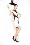 Kleid der Brunettefrau in Mode Lizenzfreies Stockfoto