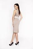 Kleid der Brunettefrau in Mode Lizenzfreie Stockbilder