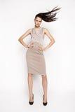 Kleid der Brunettefrau in Mode Lizenzfreies Stockbild