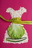 Kleiden Sie die Form, die vom Hafermehl mit messendem Band gemacht wird Stockfoto