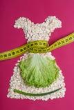 Kleiden Sie die Form, die vom Hafermehl mit messendem Band gemacht wird Lizenzfreies Stockbild