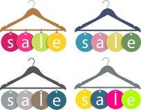 Kleiderbügel mit Verkaufskennsatz Lizenzfreies Stockfoto