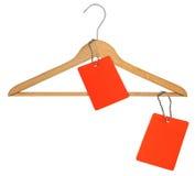 Kleiderbügel und zwei leere Preise Stockbilder