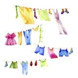 Kleidet Reinigungen Ð ¾ n ein Seil Stockfotos