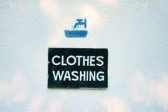 Kleidung, die Zeichen wäscht Stockbild