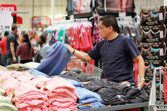 Kleidung-Einkauf Stockfoto