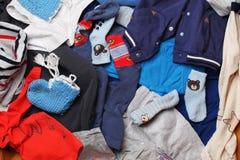 Kleidung für Jungenhintergrund Lizenzfreie Stockfotografie