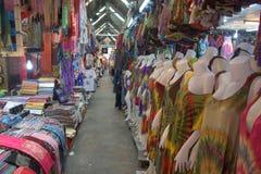 Kleidung für Verkauf an Chatuchak-Markt Stockfoto