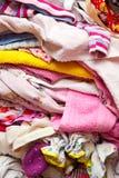 Kleidung gefaltet im Stapel Stockfoto