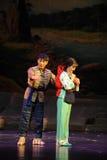 Kleidung Jiangxi-Oper wickeln eine Laufgewichtswaage Stockbilder