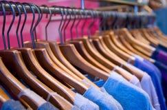 Kleidung-Schiene Lizenzfreie Stockbilder
