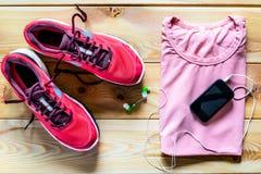 Kleidung und Schuhe für einen Lauf Lizenzfreies Stockbild