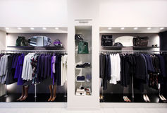 Kleidung und Zubehör der Luxuxfrauen Stockfoto