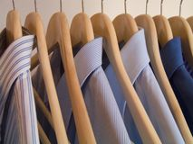 Kleidungaufhängung Lizenzfreie Stockfotos