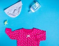 Kleidungs-Pyjamalagerschwelle der Kinder für das Baby lizenzfreie stockfotografie