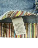 Kleidungsaufkleber mit Wäschereisorgfalt Stockbild