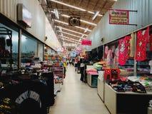 Kleidungsgroßhandelsmarkt in Thailand lizenzfreies stockfoto