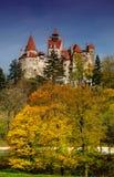 Kleie-Schloss in der Herbstlandschaft Lizenzfreies Stockfoto