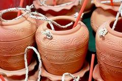 Kleikruik met drinkingÂstro Stock Fotografie