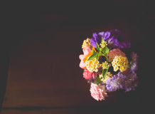 Klein boeket van kleurrijke bloemen Royalty-vrije Stock Foto's