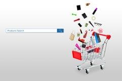 Klein boodschappenwagentje met producten en van onderzoeksproducten knoop voor aankoop online royalty-vrije stock foto's
