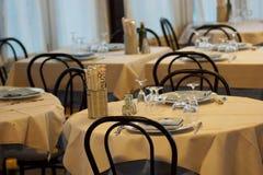 Klein comfortabel restaurant Stock Afbeeldingen