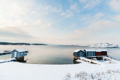 Klein die Strand in Sneeuw wordt behandeld Royalty-vrije Stock Fotografie