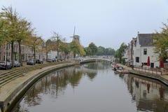 Klein Diep Canal in Dokkum, Nederland Stock Afbeelding