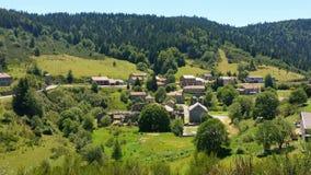Klein dorp in Ardeche, Frankrijk & x28; Mazan l& x27; Abaye & x29; Royalty-vrije Stock Fotografie