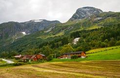 Klein dorp in bergen Stock Afbeelding
