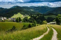 Klein dorp in de Alpen Royalty-vrije Stock Afbeelding