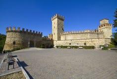 Klein dorp en kasteel van Vigoleno, Italië Stock Afbeelding