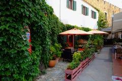 Klein dorpsrestaurant in Catalonië stock fotografie