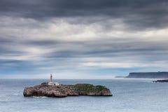 Klein eiland dichtbij de kust Stock Fotografie