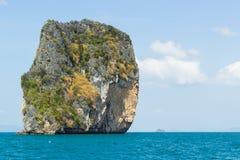 Klein eiland in een overzees Royalty-vrije Stock Afbeelding