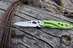 Klein en licht mes voor elke dag het dragen in de stad EDC mes stock foto's