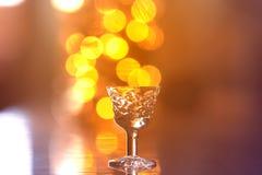 Klein gefacetteerd glas voor alcohol royalty-vrije stock afbeeldingen