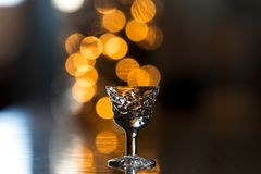 Klein gefacetteerd glas voor alcohol royalty-vrije stock fotografie