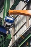 Klein hijstoestel in de fabriek Stock Fotografie