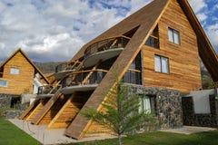 Klein hotel in de bergen royalty-vrije stock foto