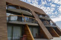 Klein hotel in de bergen royalty-vrije stock afbeelding