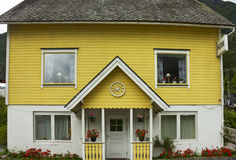 Klein hotel in Olden, Noorwegen Royalty-vrije Stock Foto