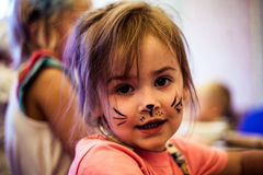 Klein jong geitje met het art. van het kattengezicht Royalty-vrije Stock Foto's