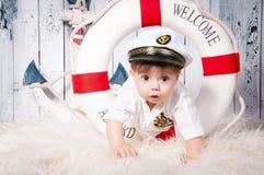 Klein kapitein verrast gezicht stock fotografie