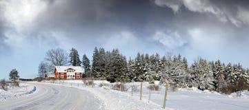 Klein landbouwbedrijf, de winter en sneeuw Stock Foto's